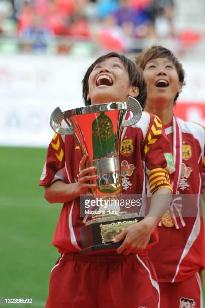 Nahomi Kawasumi of INAC Kobe Leonessa celebrates the Nadeshiko League champion after the Nadeshiko League match between INAC Kobe Leonessa and AS...