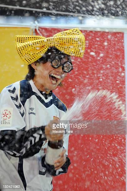 Nahomi Kawasumi of INAC Kobe Leonessa celebrates the Nadeshiko League champion after during the Nadeshiko League match between INAC Kobe Leonessa and...