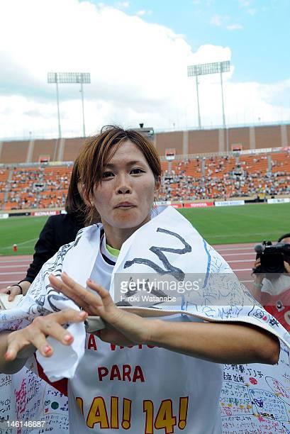 Nahomi Kawasumi of INAC Kobe Leonessa celebrates the win after the Nadeshiko League match between NTV Beleza and INAC Kobe Leonessa at the National...