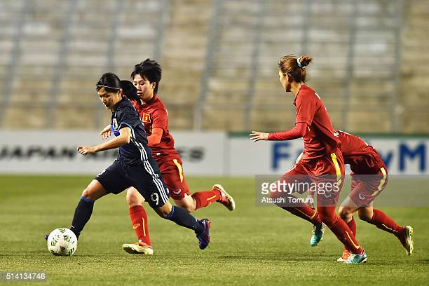 Nahomi Kawasumi of Japan runs with the ball against Vietnam defense during the AFC Women's Olympic Final Qualification Round match between Vietnam...