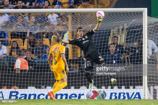 Nahuel Guzman goalkeeper of Tigres deflects the ball during the 14th round match between Tigres UANL and Toluca as part of the Torneo Apertura 2017...
