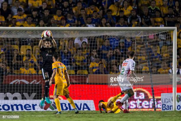 Nahuel Guzman goalkeeper of Tigres holds the ball during the 16th round match between Tigres UANL and Necaxa as part of the Torneo Apertura 2017 Liga...