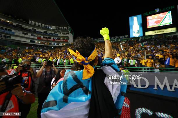 Nahuel Guzman of Tigres celebrates winning the championship after the final second leg match between Leon and Tigres UANL as part of the Torneo...