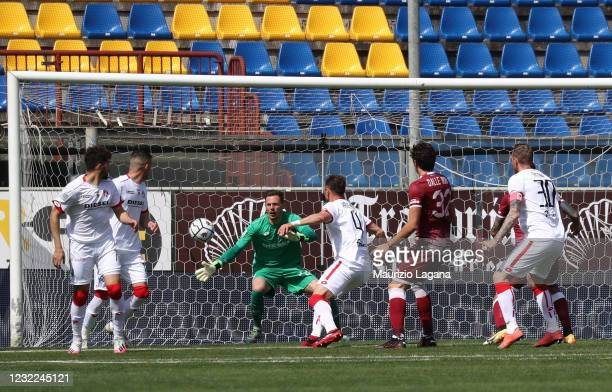 Nahuel Valentini of Vicenza scores a own goal during the Serie B match between Reggina and Vicenza at Stadio Oreste Granillo on April 11, 2021 in...