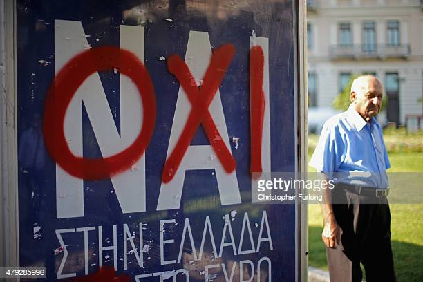 Nai poster on a bus stop is defaced with Oxi graffiti as electioneering on the referendum continues on July 3 2015 in Athens Greece The 'Yes' and...