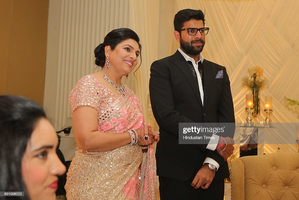 Engagement Ceremony Of Former Haryana Chief Minister's Grandson And Hisar MP Dushyant Chautala : Foto jornalística