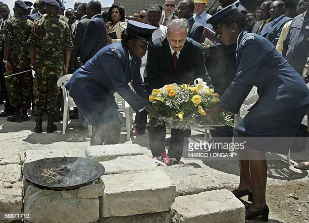 Israeli Ambassador to Kenya Emmanuel Seri is helped by two Kenyan Air Force female soldiers to lay a wreath 26 January 2006 during a commemoration...