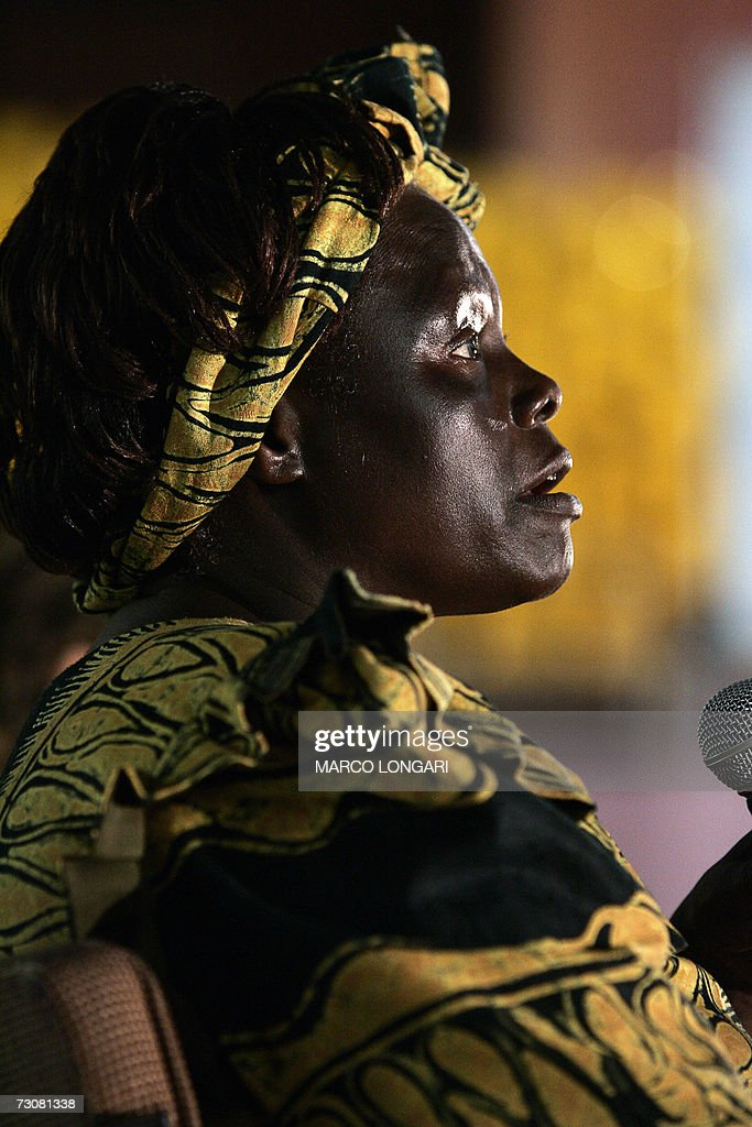 Kenyan 2004 Nobel Peace Prize laureate e : News Photo
