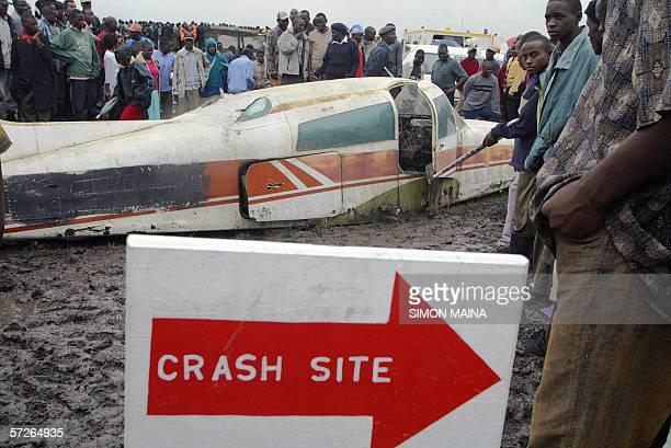 Kenyans look gather around an airplane at the Nairobi's Jommo Kenyatta International Airport 06 April 2006 during an emergency drill aimed at giving...