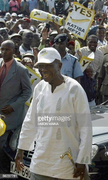 Kenya's vice president Moody Awori arrives at a 'yes' rally at the Uhuru park ground 19 November 2005 in Nairobi ahead of a referendum on a proposed...