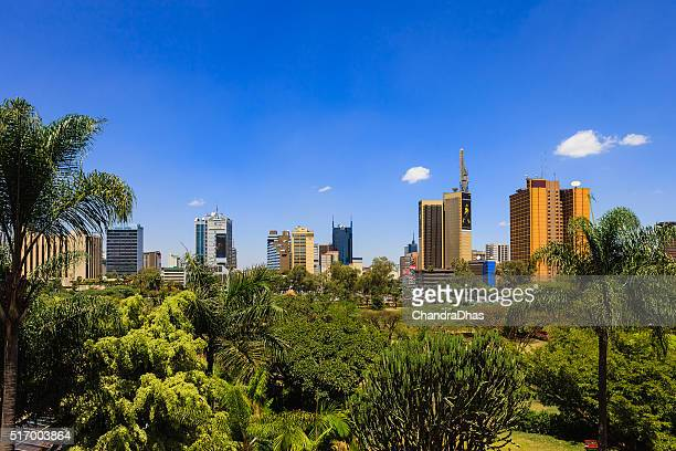 nairobi, kenya: looking over the park towards the busy kenyatta avenue in downtown nairobi, the capital city - nairobi stock pictures, royalty-free photos & images