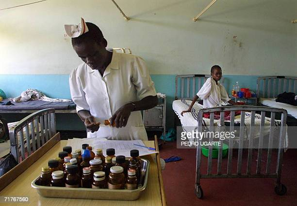 TO GO WITH STORY SAFRICAHEALTHTUBERCULOSISAIDS This file picture dated 03 May 2001 shows a Kenyan nurse giving medicines to AIDS patients with...