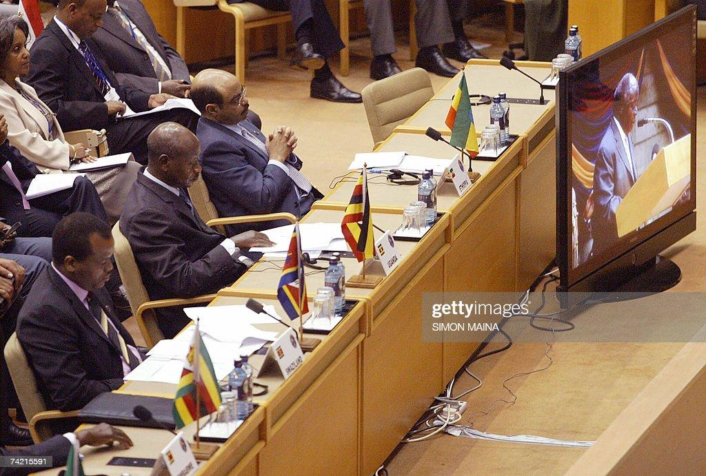Ugandan President Yoweri Museveni (2nd L... : News Photo