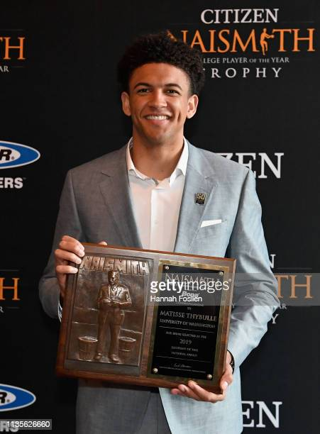 Naismith Defensive Player of the Year Matisse Thybulle of the Washington Huskies poses with the 2019 Bona Naismith Men's College Defensive Player of...