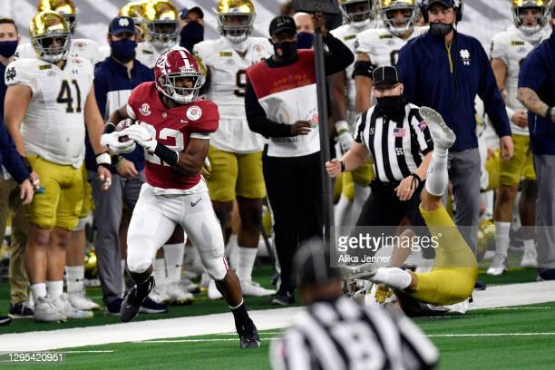 Najee Harris of the Alabama Crimson Tide runs the ball during the College Football Playoff Semifinal at the Rose Bowl football game against the Notre...