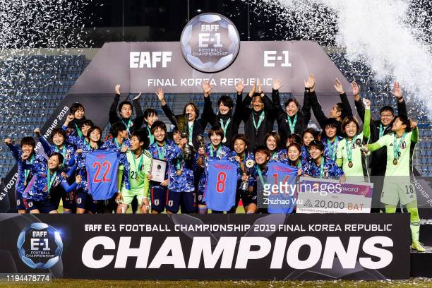 Nakajima Emi of Japan rises up the trophy and celebrate the champion with teammates during the ceremony of the EAFF E-1 Football Championship match...