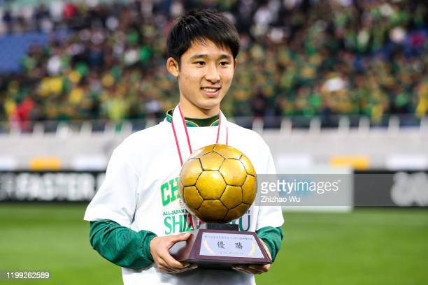 Nakatani Soshin of Shizuoka Gakuen attends the award ceremony and celebrates the champion with classmates after the 98th All Japan High School Soccer...