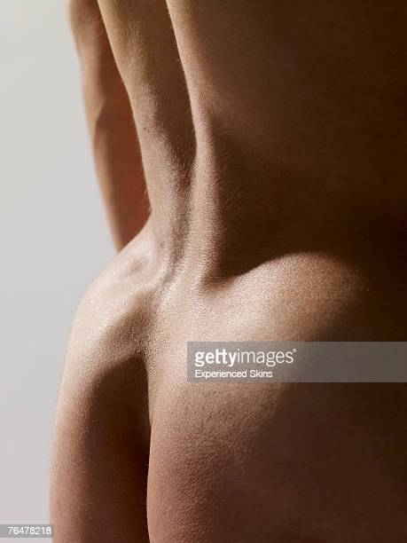naked back of a man - ragazzi fighi nudi foto e immagini stock