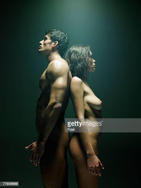 naked couple standing back to back - naakte man en profiel stockfoto's en -beelden