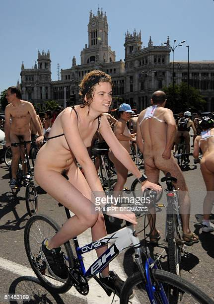 world naked bike ride erektion manner nackt