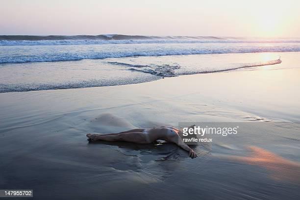 60 Hochwertige Strand Nackt Sonne Frau Bilder und Fotos