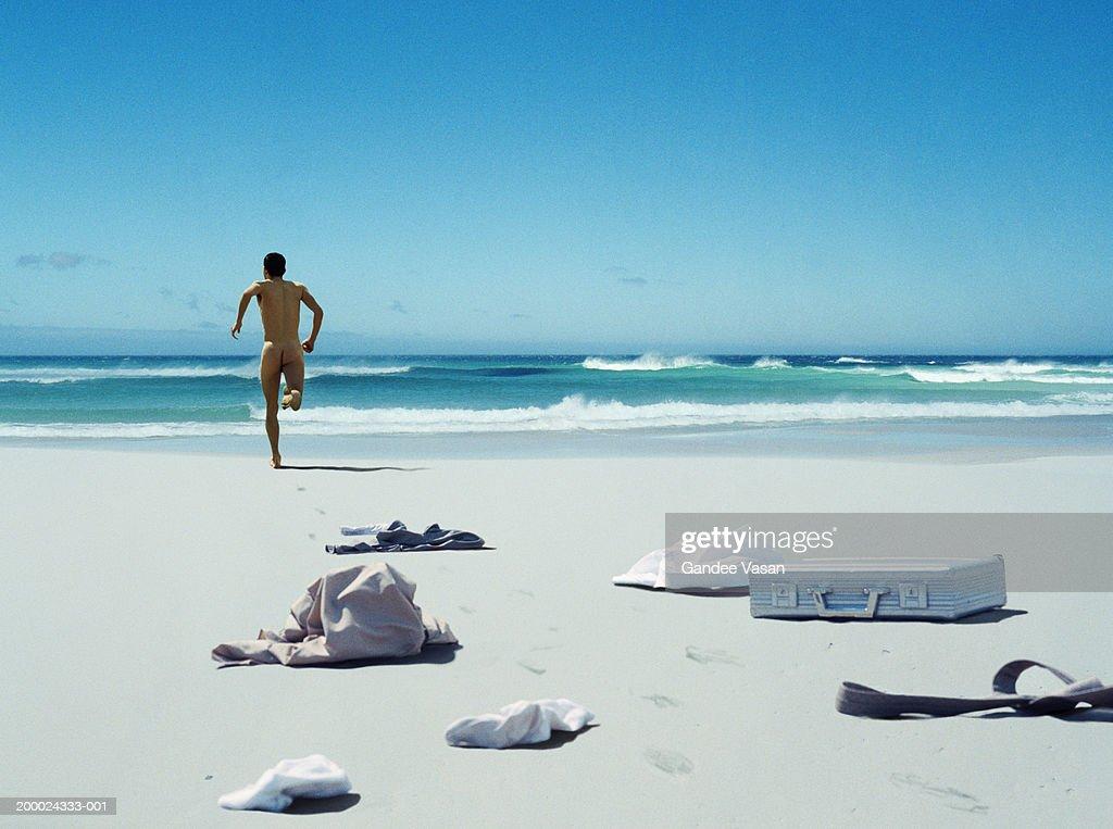 naked-men-in-the-ocean