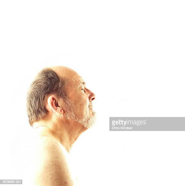 naked mature man, profile, close-up - hombre desnudo fondo blanco fotografías e imágenes de stock