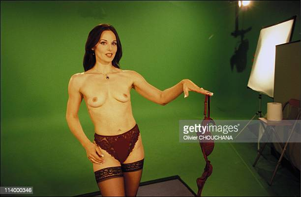 Naked News the bare facts of news in Canada in 2003Every new topic sees Victoria Sinclair dropping a garment A perfectly timed procedure