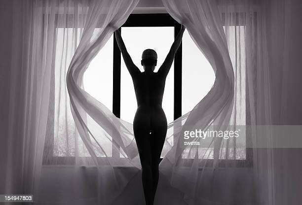 Nu Femme à la fenêtre