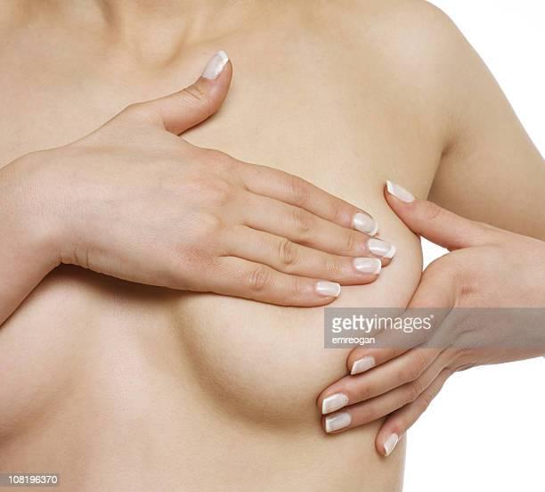 Femme seins nus, donnant libre examen des