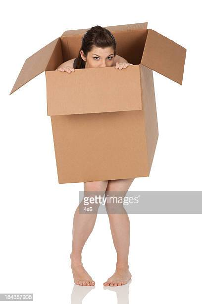 naked woman under a cardboard box - funny nude women stock pictures, royalty-free photos & images