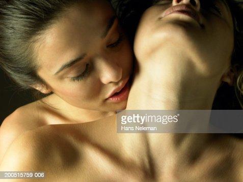 lebanese girls kissing