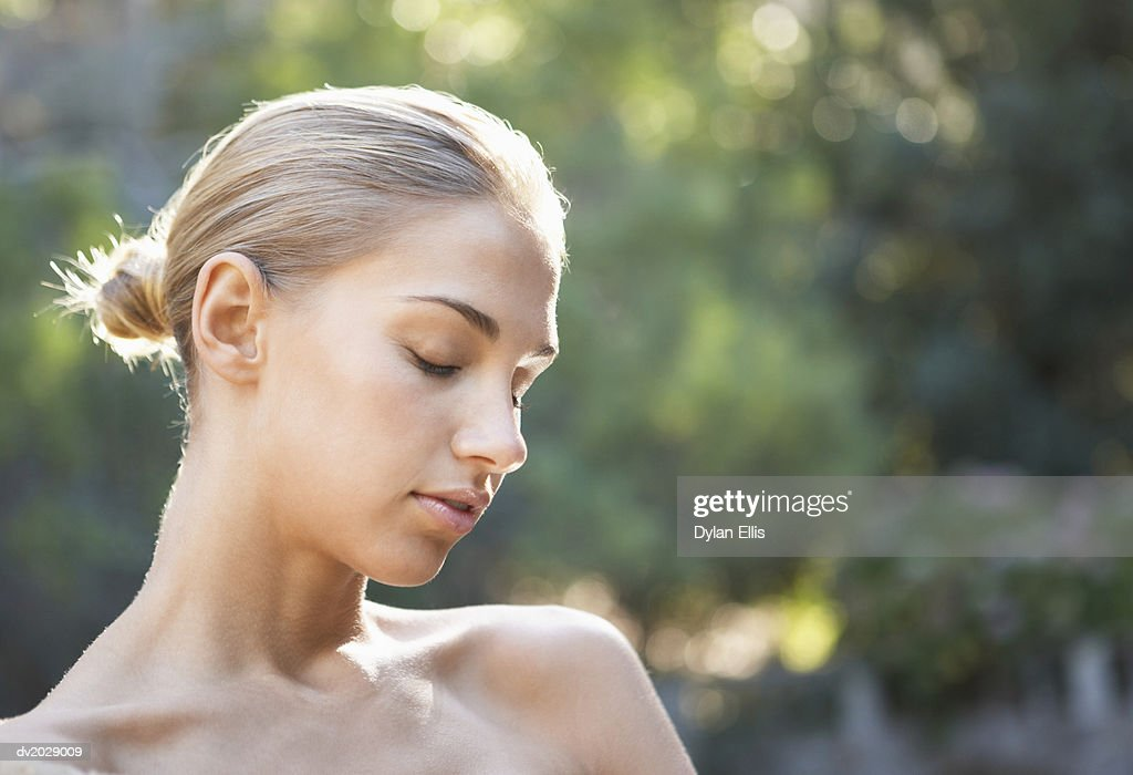Naked Young Woman With Her Eyes Closed : Stock Photo