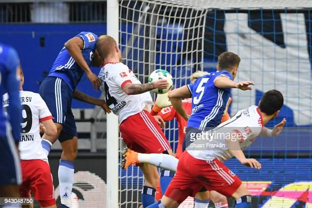 Naldo of Schalke scores a goal to make it 01 during the Bundesliga match between Hamburger SV and FC Schalke 04 at Volksparkstadion on April 7 2018...