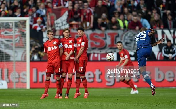 Naldo of VfL Wolfsburg scores the second goal during the Bundesliga match between Bayer 04 Leverkusen and VfL Wolfsburg at BayArena on February 14...