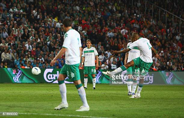 Naldo of Werder Bremen shoots to score his free kick during the UEFA Cup Final between Shakhtar Donetsk and Werder Bremen at the Sukru Saracoglu...