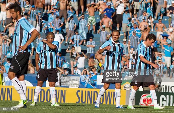 Naldo,Pico,Leo Gago and Elano of Gremio react during a match between Gremio and Internacional as part of the Brasilian Championship Serie A at...