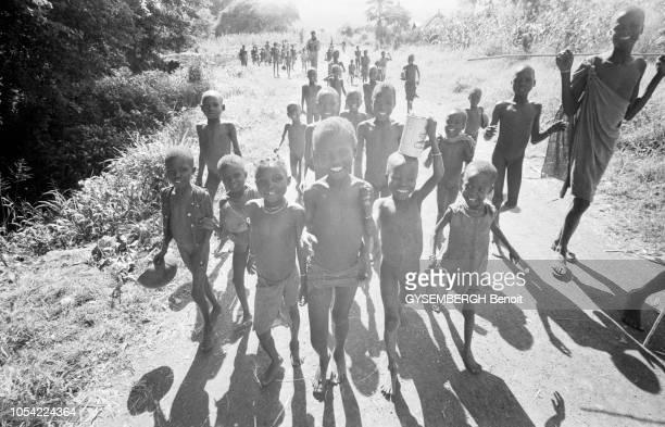 Namalu Ouganda juin 1980 Les enfants karamajongs sont victimes de la famine qui sévit dans la province du Karamoja au nordouest du pays A l'origine...
