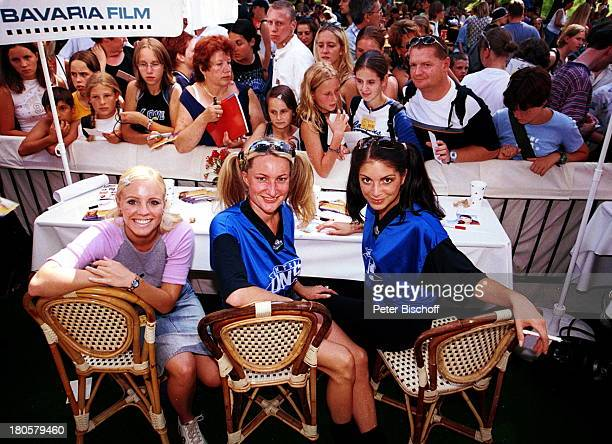 Name auf Wunsch, Gabriele Weinspach, Bianca Hein , beim Autogramme schreiben, Autogramm, 1. Bundes-Soap-Fußballturnier,
