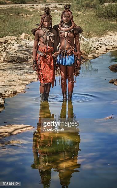namibia. kaokoland. himba women - himba stock-fotos und bilder