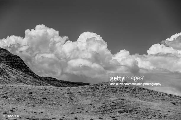 namibian landscape in sesriem area. - セスリエム ストックフォトと画像