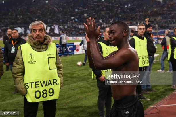 Nampalys Mendy of Nice applauds the fans at full time during the UEFA Europa League group K match between Lazio Roma and OGC Nice at Stadio Olimpico...