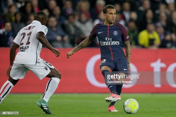 Nampalys Mendy of Nice Dani Alves of Paris Saint Germain during the French League 1 match between Paris Saint Germain v Nice at the Parc de Princes...