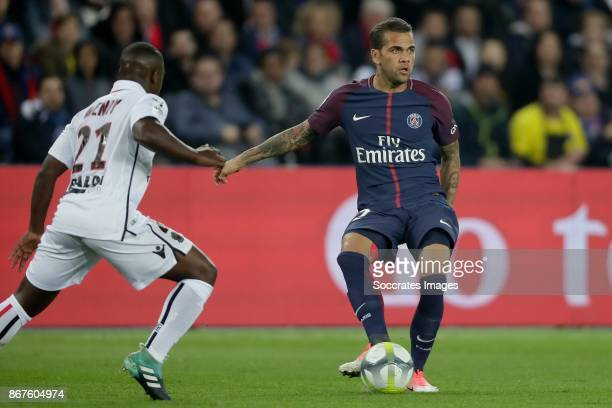 Nampalys Mendy of Nice Dani Alves of Paris Saint Germain during the French League 1 match between Paris Saint Germain v Nice at the Parc de Princes...