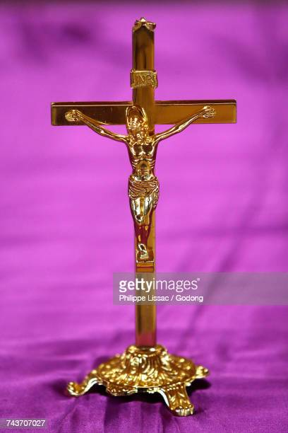 namugongo catholic martyrs shrine, kampala. cross on the church altar. uganda. - martyrs of uganda catholic church stock pictures, royalty-free photos & images