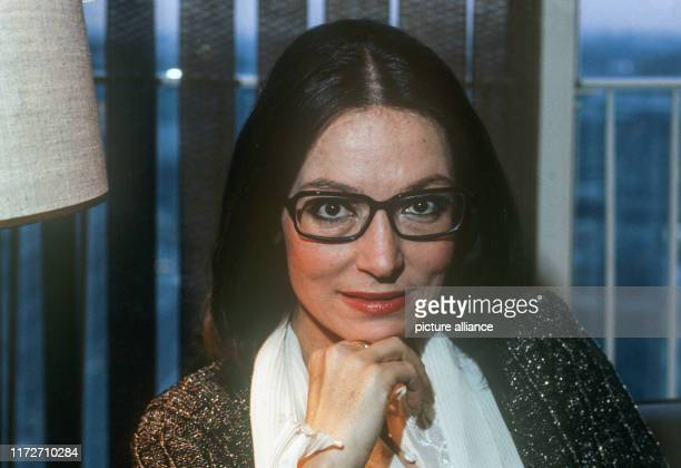 Nana Mouskouri 1982 in Hamburg. The greek singer and politician was born an 13 October 1934. | usage worldwide