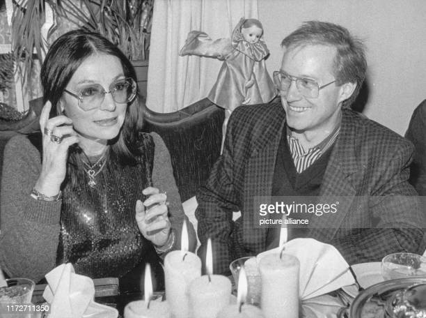 Nana Mouskouri and the songwriter Michael Kunze on 24 February 1985 in MunichThe greek singer and politician was born an 13 October 1934 | usage...