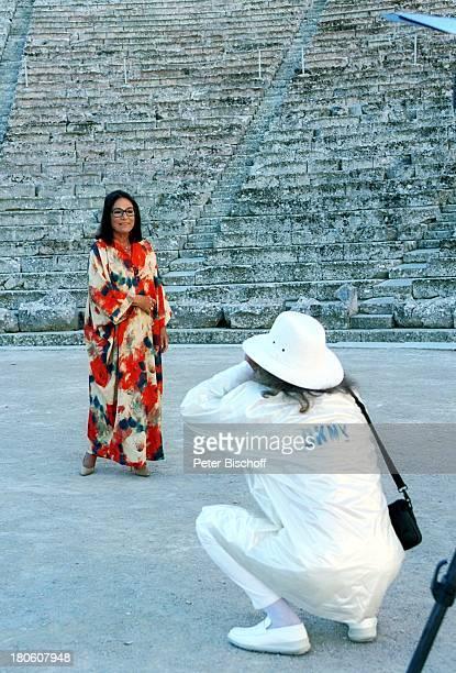 Nana Mouskouri AndrŽ Chapelle Dreharbeiten zum ARDSpecial 'Ein Star und seine Stadt' Athen Griechenland fotografieren Freund Manager