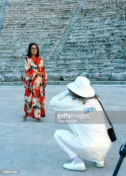 Nana Mouskouri AndrŽÏChapelle Dreharbeiten zum ARDSpecial 'Ein Star und seine Stadt' Athen Griechenland fotografieren Freund Manager