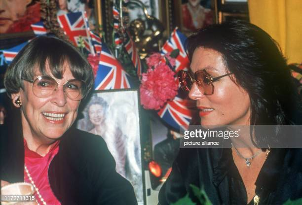 Nana Mouskouri appears on 14 June 1986 in Kay's Bistro in Munich with new glasses and new hairstyle. Left Annette von Aretin. The greek singer and...